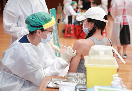 補教業者施打疫苗。