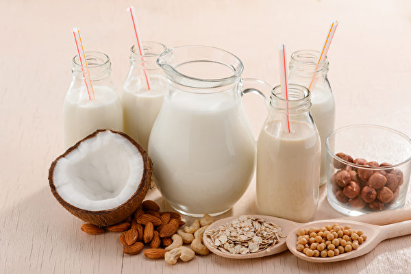 """市面的""""奶""""字饮品很多,但植物奶不等于奶类。(Shutterstock)"""