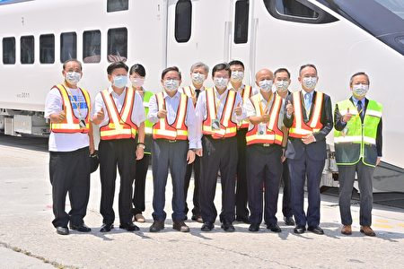 台铁新采购EMU3000型城际列车7月30日抵达台湾花莲港。