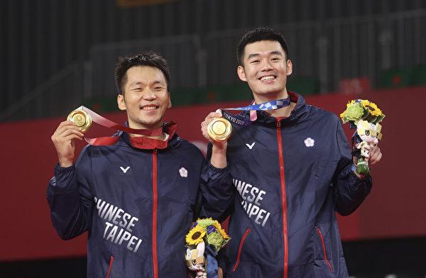 """奥运羽球男双传捷报 台湾""""麟洋配""""夺金"""