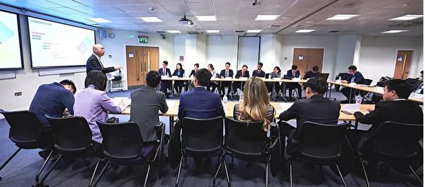 2019年10月5日,全英學聯主辦了北區學聯幹部培訓會,中共駐英使館教育處官員在會上培訓。(網絡截圖)