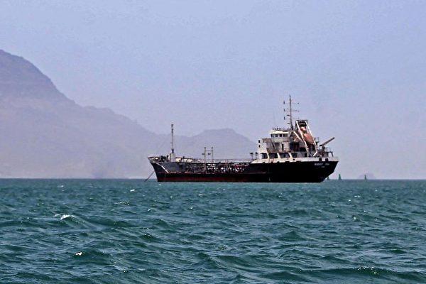 以色列油轮遇袭酿2死 美军称是无人机攻击