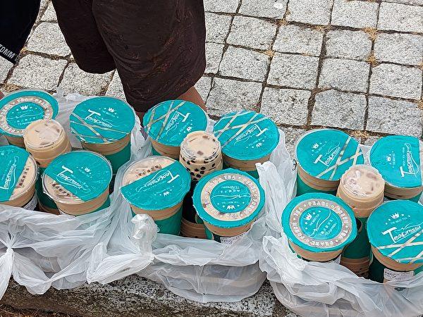 圖:溫哥華珍奶趴正在舉辦,上百人聚集一起,共同為明年珍奶節出謀劃策。主辦方計劃舉辦兩天的珍奶節。(邱晨/大紀元)