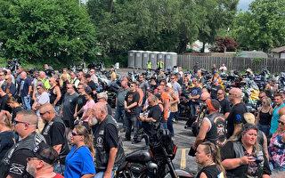 數百摩托車騎手舉行集會 幫助殉職警察家庭