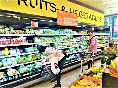 全联超市蔬菜柜近年也引进许多有机与安全蔬果。