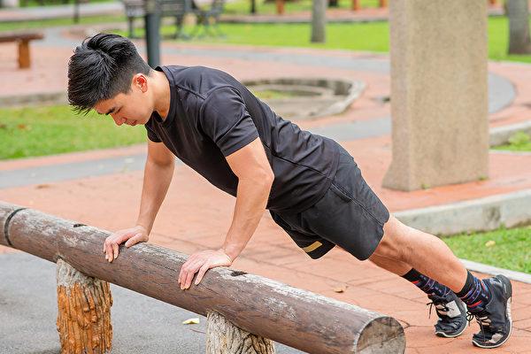 增肌健身不仅能让身体更结实、苗条,而且还能改善糖尿病和膝盖痛等许多毛病。(Shutterstock)