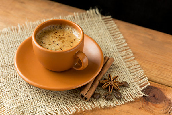 黑咖啡混搭一些香料、中藥材,能增強抗發炎效果。(Shutterstock)