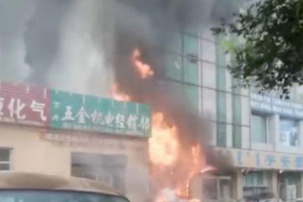 內蒙古鄂爾多斯商鋪著火 致5死13傷