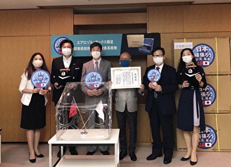 屏東縣政府7月起,分別贈送200套Taiwan Box(抗疫防護箱)給大阪、神戶及札幌,協助當地醫療單位對抗疫情使用。