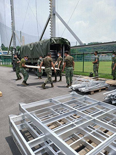 立委陈柏惟媒合,陆军十军团将十多组床具备品提供给雾峰光复国中小棒球队。