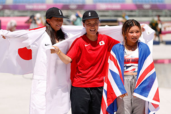 东奥8.4 女子滑板碗池赛 日本队包揽冠亚军