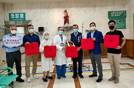 桃园市李晓钟副议长与企业携手捐赠防疫医疗器材。