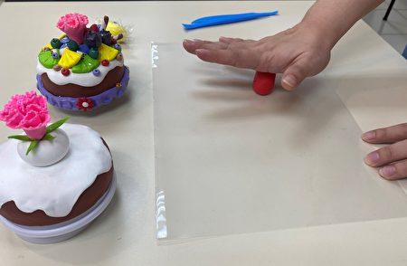 台中市立圖書館霧峰以文分館於8月5日、北屯兒童分館及清水分館於8月7日推出線上輕黏土手作課程。