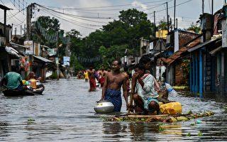 组图:印度西孟加拉邦遭遇洪灾 至少23死