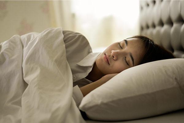 失眠、早醒后睡不着,该如何治疗?(shutterstock)