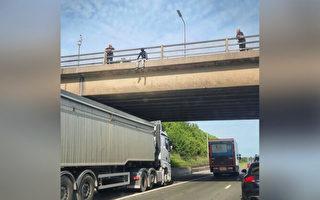 英男子欲跳橋自殺 司機把卡車停橋下防悲劇