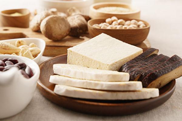 叫作「豆腐」的產品有好幾種,吃對才能減重、補鈣又增肌。(Shutterstock)