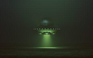 军机与民航机在加拿大上空目击绿色UFO
