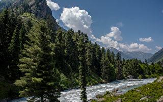 組圖:印度克什米爾山谷 地貌奇特美景如畫