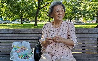多倫多著名地標前 天天等中國遊客的老奶奶