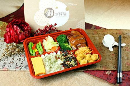 南市觀旅局邀民眾一起來開箱「台南山珍x海味特色便當」。