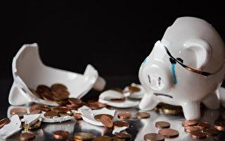 印度司機拿兒子撲滿的硬幣繳罰單 暖警代付