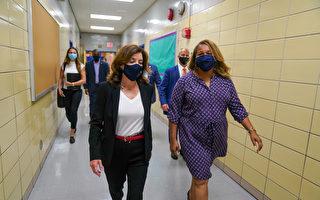 霍楚訪皇后區小學 支持學生在校戴口罩令