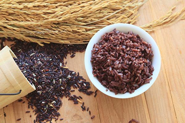 黑米可延緩老化、護眼,但不是人人都適合吃。(Shutterstock)