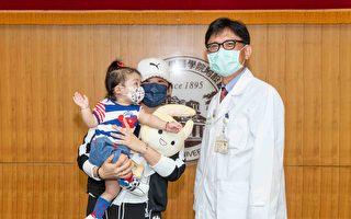 台2岁女婴刚出生就染肾病 妈妈展母爱捐肾