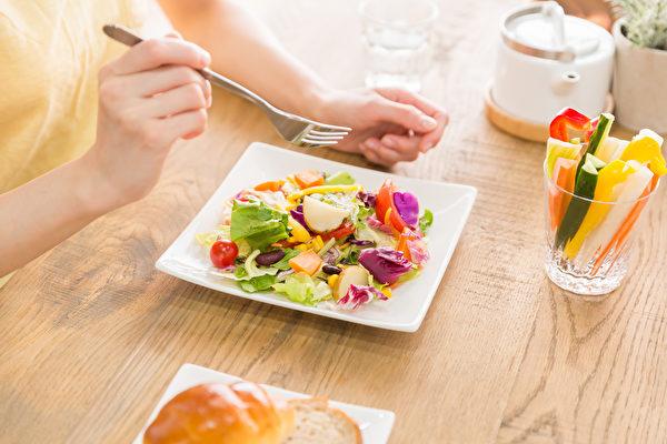 168断食法的16小时断食限制太长,有2类人不适合。(shutterstock)
