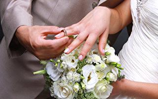 男子15岁时送婚戒 28年后和青梅竹马结婚