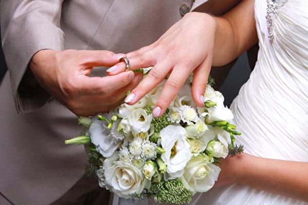 男子15歲時送婚戒 28年後和青梅竹馬結婚