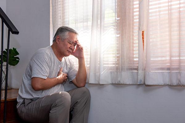男性因為對乳癌的相關保健及預防認知度不足,確診時往往已經進入晚期。(Shutterstock)