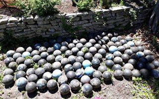 翻修后院 男子意外挖出半世纪前的158颗保龄球