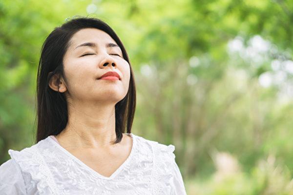 简单改变呼吸的方法,也能对身心带来极大的变化。(Shutterstock)