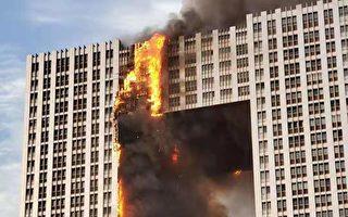 大连地标建筑起火 燃烧7小时 火势直窜楼顶