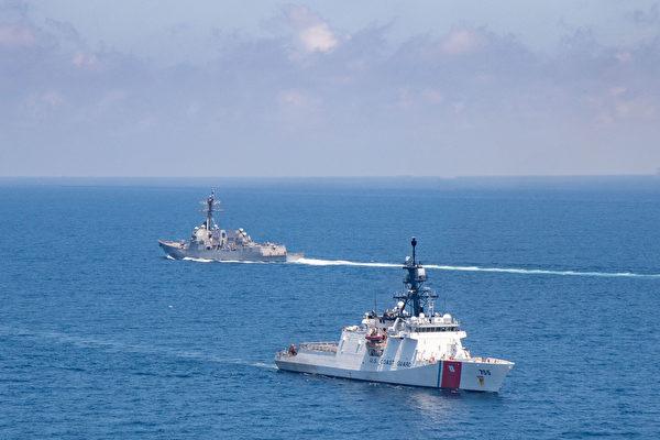 美战舰和海岸警卫队巡逻艇穿越台湾海峡