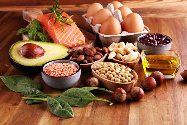 常忘�|忘西?增�����就吃蛋、�q�~、�怨��、全�b�等7�食物。(shutterstock)