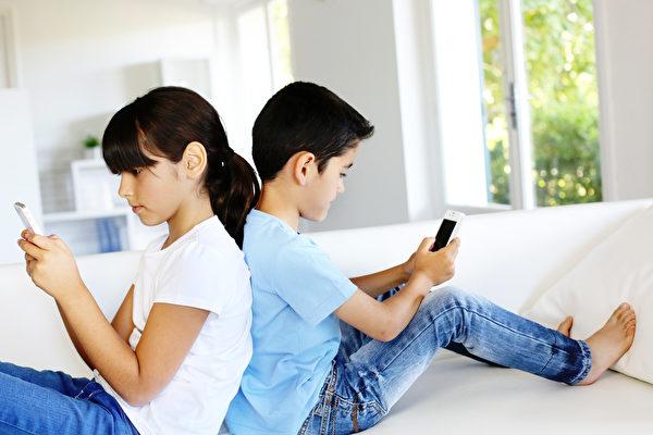 該如何為好? 11歲孩子感覺自己被手機取代