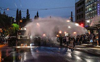 组图:雅典数千民众抗议强制打疫苗 遭警驱离