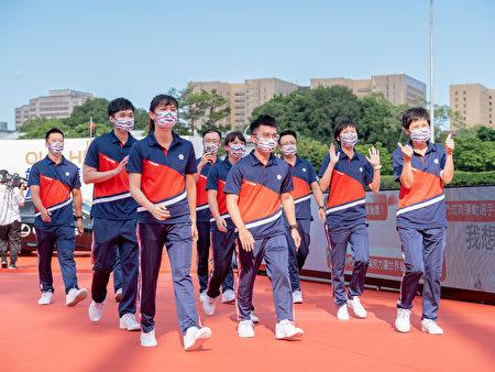 东奥代表团成员走星光大道。