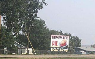 【名家專欄】懷舊美國情 有感沃爾名鎮廣告牌