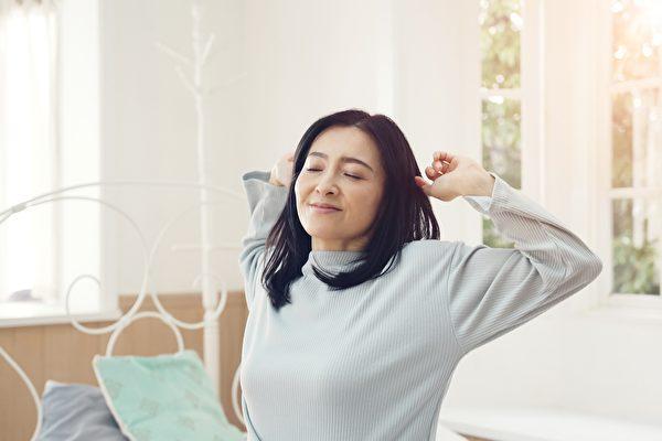 新研究指出,最佳睡眠時間能預防失智、保護大腦。(Shutterstock)