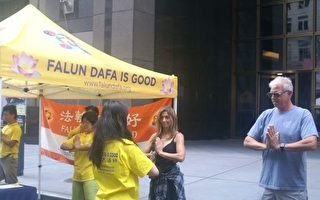 紐約時代廣場博覽會 法輪功展位受矚目