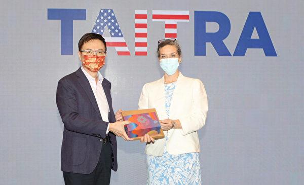 AIT處長上任密集拜會台灣官員 深化美台關係
