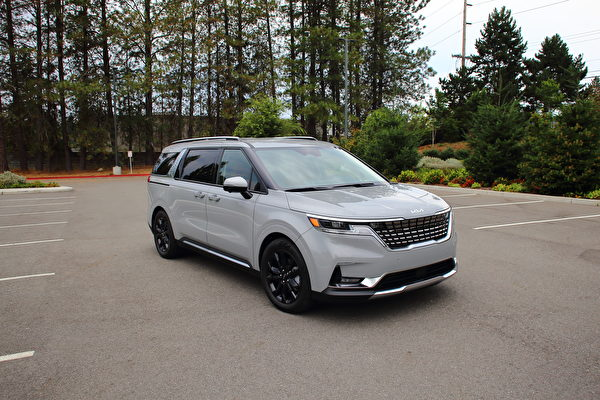車評:Minivan與SUV的混合體  2022 Kia Carnival SX