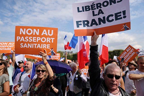 反對健康通行證 法國逾十四萬人上街抗議