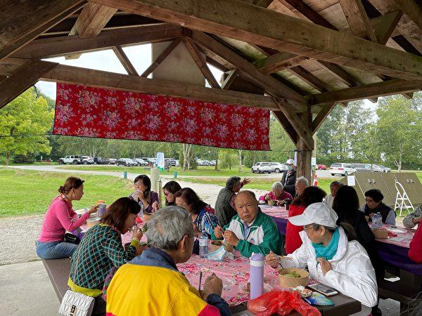 圖:溫哥華台灣客家會於9月5日在Deas Island聚會歡度中秋/重陽節。(李飛雁/大紀元)