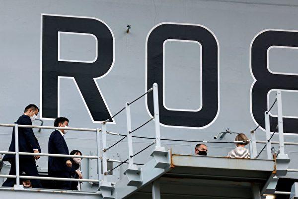 英航母首度靠泊日本 日防長岸信夫登艦參觀