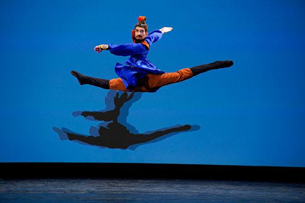 组图四:中国古典舞大赛青年组金奖得主风采